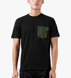 Carhartt WORK IN PROGRESS Black/Cactus S/S Olson Pocket T-Shirt Model Picutre