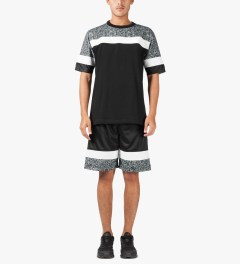 clothsurgeon Black/White Garrincha FC002 Shorts Model Picutre