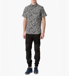 HUF Black/White Skull S/S Woven Shirt Model Picutre