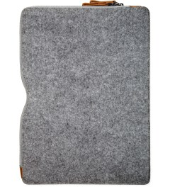 "MUJJO Tan 13"" Macbook Folio Sleeve Model Picture"