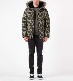Carhartt WORK IN PROGRESS Camo Mitchell/Black Trapper Parka Model Picutre