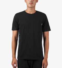 Carhartt WORK IN PROGRESS Black/Trunk Print S/S Glan T-Shirt Model Picutre
