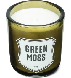 IZOLA Green Moss Candle Model Picture