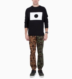 UNYFORME Camo Clover Sweatpants Model Picture