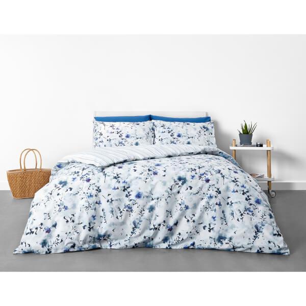 On trend in homeware Duvet Set - Blue Floral
