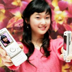 Samsung Releases White SPH-V8400