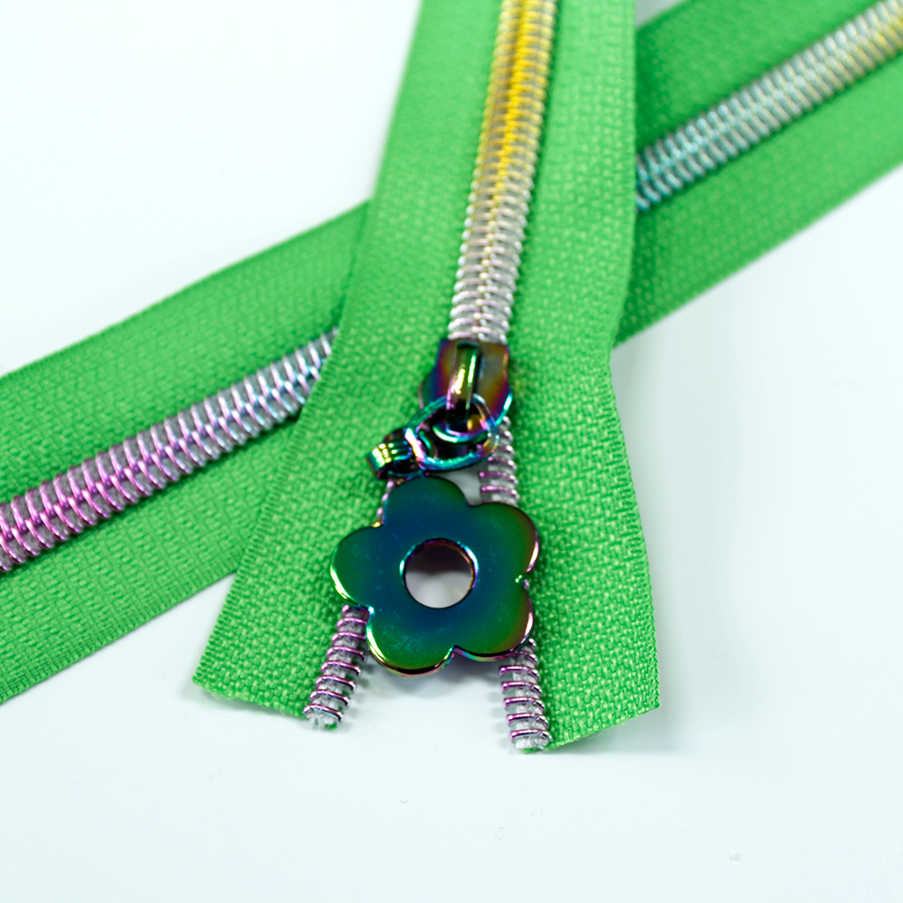 5-Nylon-Coil-Zipper-spring-green-with-rainbow-teeth