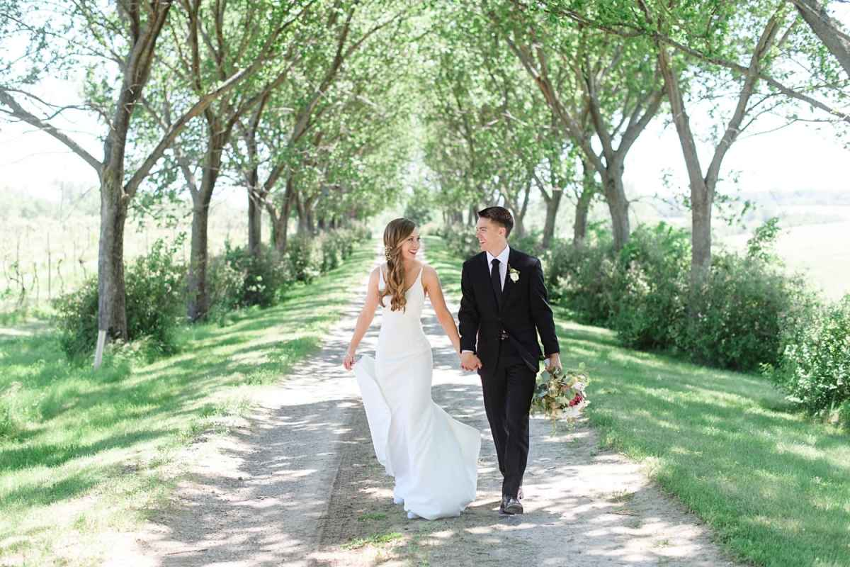 bride and groom at sugar grove vineyard