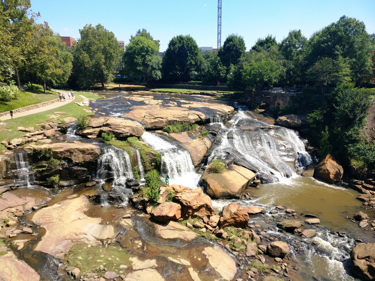 downtown, greenville, south carolina, move, across country, new, home, trees, green, vegetation, climate, weather, sights, beautiful, gorgeous, local, places, 2017, lifestyle, momblogger, personal, family, suburb, love, waterfall, arts