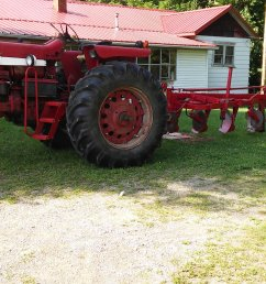 1939 farmall h on 1952 farmall super c on original paint ih tractors and equipment photos coffee shop red on  [ 3264 x 1836 Pixel ]