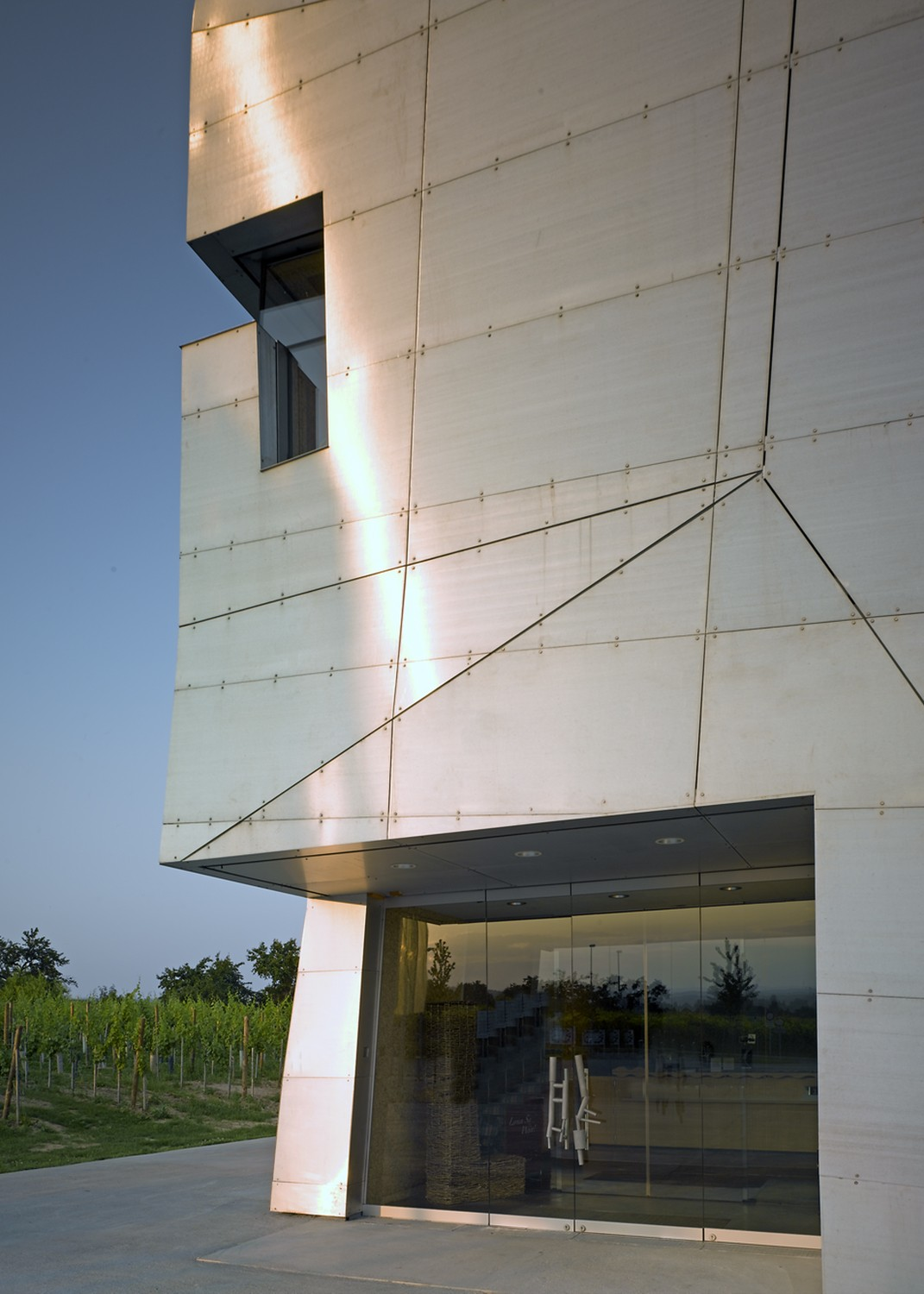 LOISIUM VISITOR CENTER - STEVEN HOLL ARCHITECTS