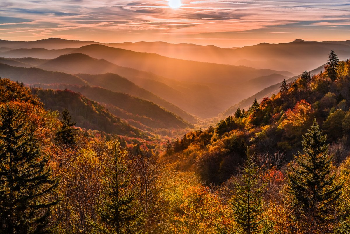Best Photo Spots Great Smoky Mountains National Park - Oconaluftee Overlook photo credit @zack_knudsen #vezzaniphotography
