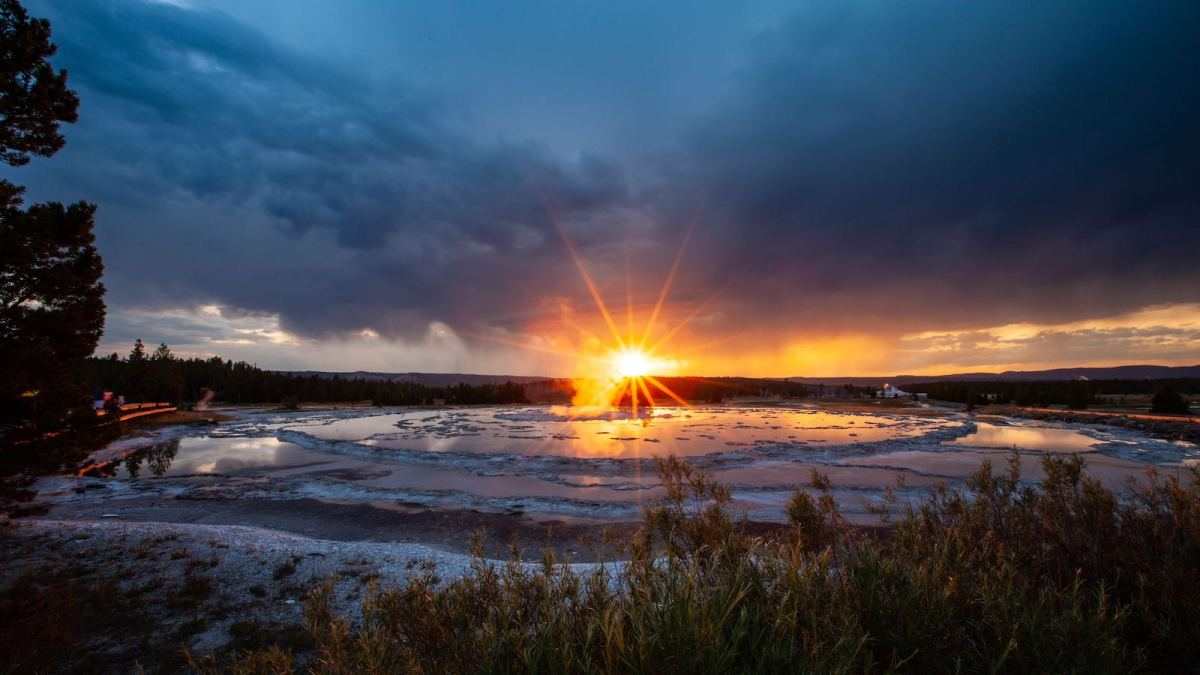 Yellowstone National Park Screensaver and Desktop Images Great Fountain Geyser Sunset