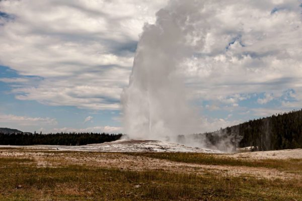 Yellowstone National Park Screensaver and Desktop Images Old Faithful