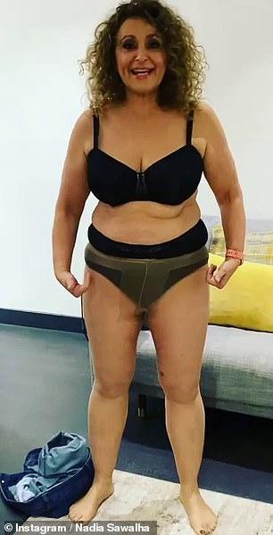 Molestia: Nadia Sawalha se puso de pie en ropa interior mientras compartía su frustración por las medias 'caídas' en una publicación de Instagram el jueves.