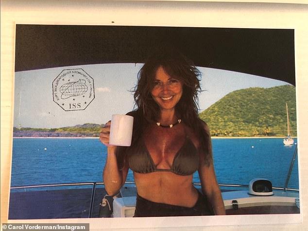 Sizzling: Carol Vorderman celebró su 60 cumpleaños con un estilo memorable el jueves, cuando compartió una instantánea de sí misma posando en un bikini diminuto.