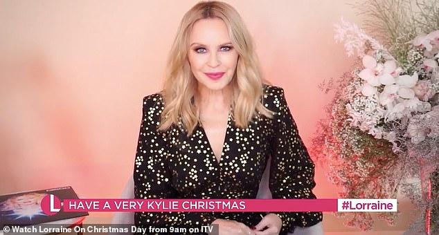 Charla festiva: Kylie Minogue, de 52 años, está lista para revelar sus planes navideños con su novio Paul Solomons durante una aparición en el primer especial navideño de Lorraine.