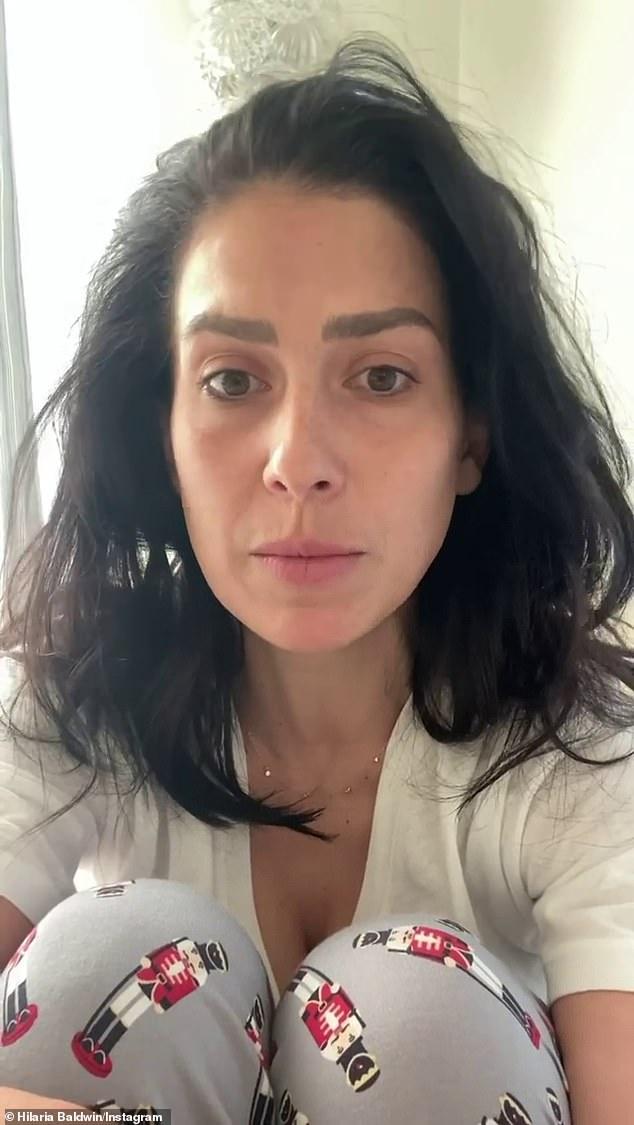 'Sí, soy una chica blanca.  Soy una niña blanca ': después de una serie de acusaciones de que' fingió 'su herencia española, Hilaria Baldwin confesó el domingo que su verdadero nombre es Hillary y que en realidad nació en Boston, no en Mallorca.