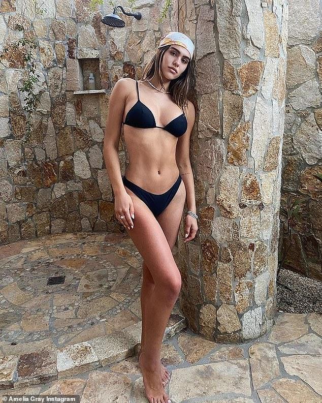 Pose de modelo: Amelia Gray Hamlin ha estado disfrutando de unas vacaciones con su novio Scott Disick este mes en México.  Y el lunes la hija de Lisa Rinna y Harry Hamlin deleitó a sus seguidores de Instagram cuando publicó una imagen de pinup en bikini.