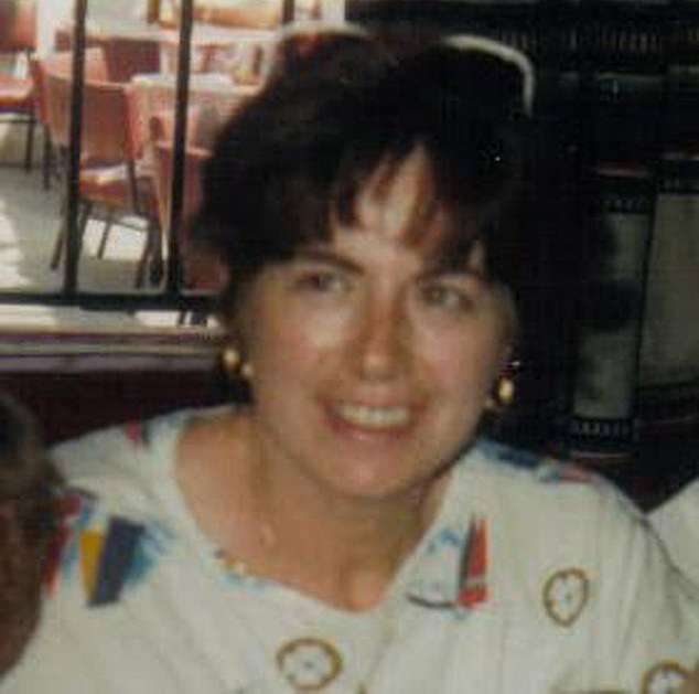 Desaparecida: Bernadette Cooper, en la foto, originaria de Co. Monaghan, se supo por última vez el 10 de enero de 1993 cuando llamó a una amiga desde un pub en Tooting, al sur de Londres.