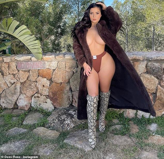 Envíe las temperaturas al alza: Demi Rose llamó la atención de sus seguidores de Instagram el viernes cuando se puso en topless con un abrigo de piel sintética para una foto picante durante su descanso en Ibiza.
