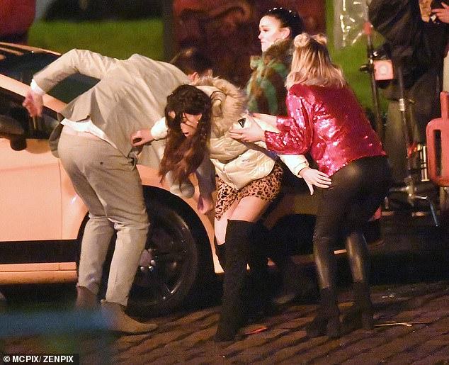 ¡Guauu!  Michelle Keegan lo estaba dando todo mientras filmaba escenas para el programa en Manchester el martes, una vez que se dio luz verde a la producción para reanudarla.