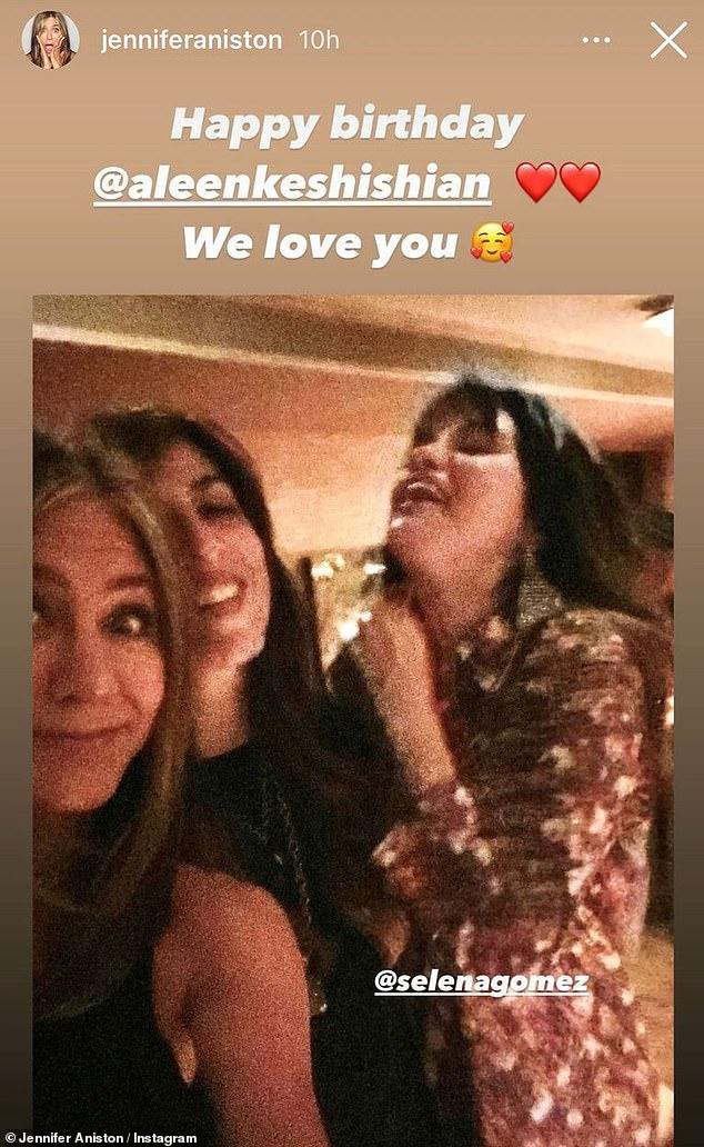 Mejores amigos: Jennifer Aniston, de 51 años, confirmó su amistad con Selena Gomez, de 28, el miércoles cuando compartió una selfie nunca antes vista de los dos en Instagram.