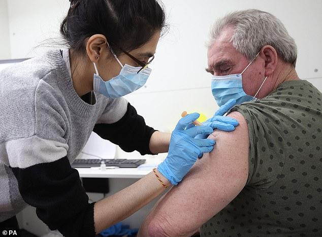 Los turistas se enfrentan a tener que pagar hasta £ 30 cada uno por los certificados de vacunas de sus médicos de cabecera si quieren viajar al extranjero
