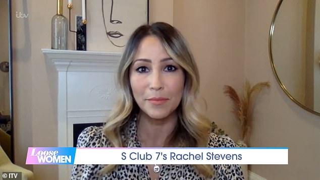 Admisión: Rachel Stevens dice que tiene sesiones de terapia semanales después de 'crecer' en el centro de atención con S Club 7
