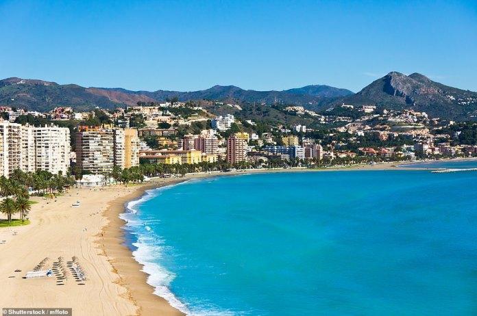 España es el destino de vacaciones que los británicos más quieren visitar para una escapada de verano después del cierre, según Skyscanner.  En la foto, Málaga, uno de los principales destinos del país para una escapada en junio, julio y agosto.