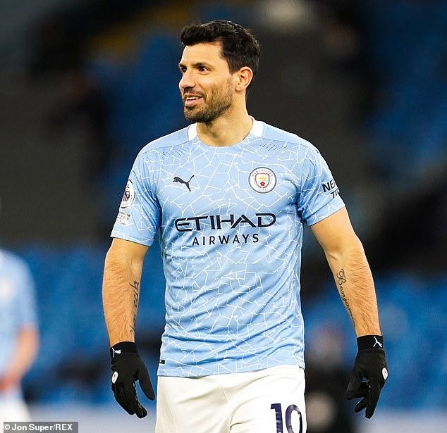 La inminente salida de Sergio Agüero del Manchester City no fue noticia de primera plana en España