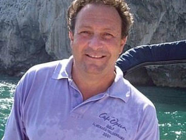 Benson se desempeñó como oficial en la rama ejecutiva de la Royal Navy como submarinista de 1978 a 1985 antes de trasladarse a Cádiz, donde se desempeñó como gerente general del Valderrama Golf Club y trabajó en el sector inmobiliario.