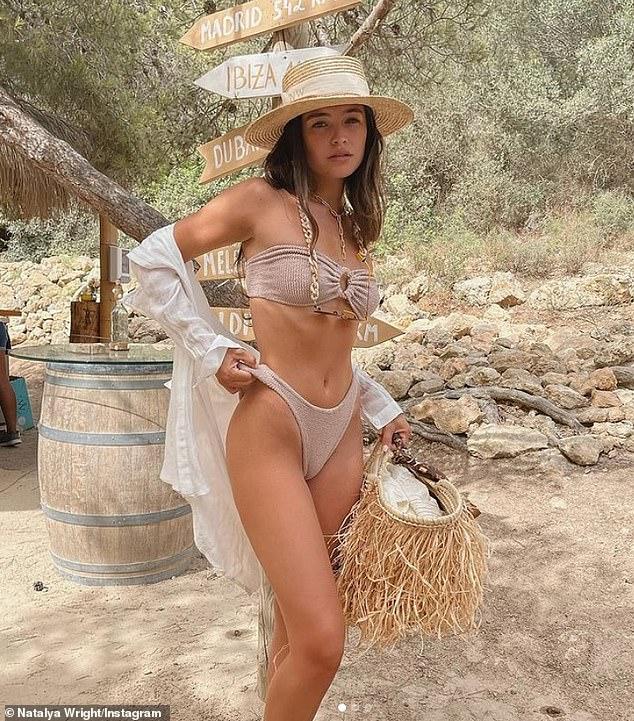 Wow: Natalya Wright se veía increíble cuando compartió una serie de chisporroteantes fotos en bikini de su viaje a España en Instagram el martes.