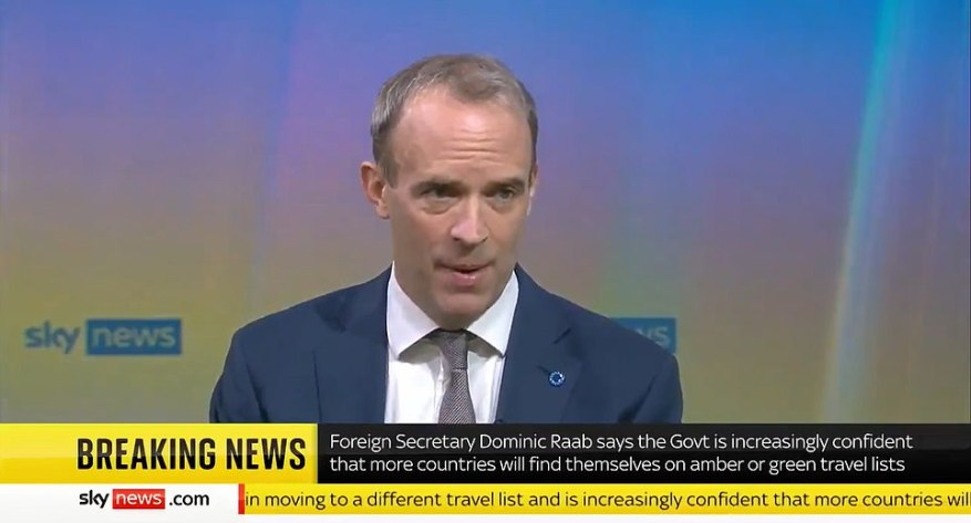 Dominic Raab negó hoy que el Reino Unido se arriesgue a un nuevo brote de Covid al eximir de la cuarentena a los viajeros de la UE y los EE. UU.