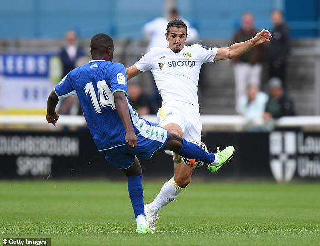 El defensa del Leeds Pascal Struijk fue sustituido al final tras un duro desafío