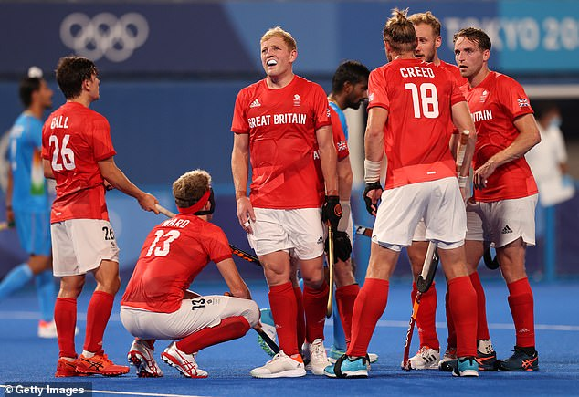 El equipo de hockey masculino de Gran Bretaña fue enviado a empacar en cuartos de final por India después de una derrota por 3-1.
