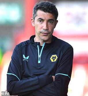 Se dice que el gerente de New Wolves, Bruno Lage (izquierda), está a punto de permitir que Rafa Mir se vaya