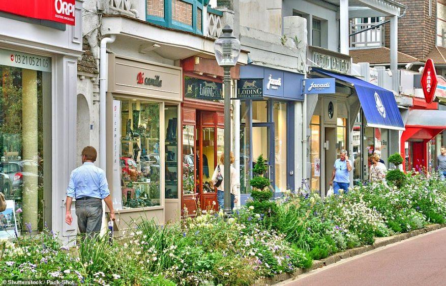 Le Touquet es un balneario glamoroso cerca de Calais.  Tiene una famosa extensión de playa y está llena de boutiques.