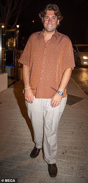 Se ve bien: el jueves, James 'Arg' Argent, de 33 años, mostró su pérdida de peso de 7 kilos con una camisa marrón y pantalones chinos mientras disfrutaba de otra noche en Olivia's La Cala en Marbella, España.