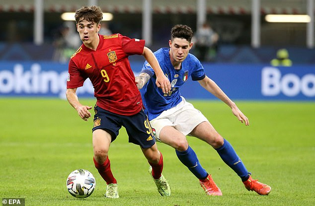 Gavi se convirtió en el jugador más joven de España cuando debutó con 17 años y 62 días.