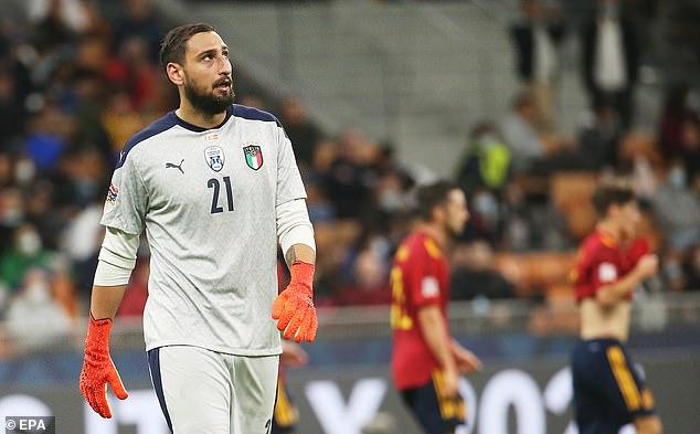 El italiano Gianluigi Donnarumma fue abucheado por sus propios fanáticos durante la derrota de su país por 2-1 ante España.