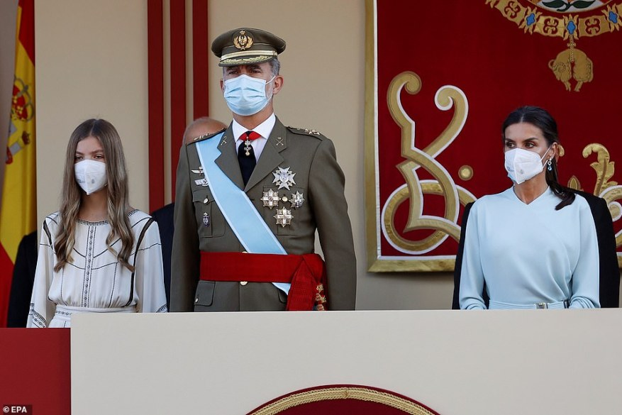 Fiestas: la Princesa Sofía de España se unió a sus padres el Rey Felipe y la Reina Letizia para las celebraciones del Día Nacional en Madrid