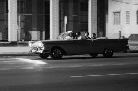 Cruisin' the Malecón ©Doug Kaye
