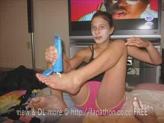 teen toes in flip flops
