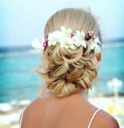 beach wedding hair with tropical