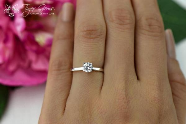 12 Carat Classic Solitaire Engagement Ring Round Cut