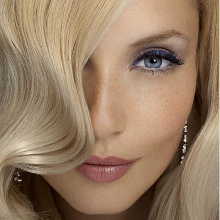 Blonde Frisuren Schöne Blonde Frauen #2599126 Weddbook