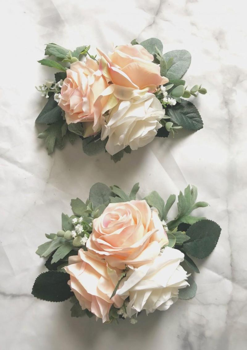 silk flowers for wedding cakes 2 how to decorate wedding cake with artificial flowers 7402