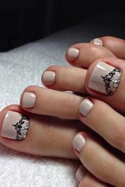pretty toe nail design