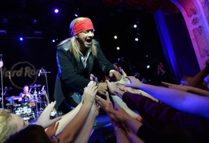 Bret Michaels takes the stage to kick off the Hard Rock's free Local Legendary Burgers on April 15.